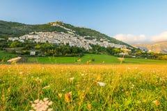 Взгляд Alvito, Ciociaria, от долины на заходе солнца Стоковое Фото