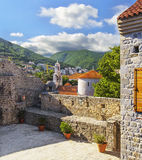 Взгляд Budva от смотровой площадки крепости t стоковые фото