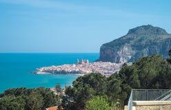 Взгляд Cefalu, Сицилии стоковые фотографии rf