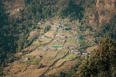 Взгляд Chomrong на треке базового лагеря Annapurna, Непала стоковое фото rf