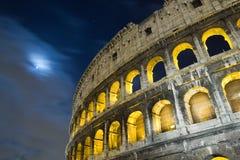 Взгляд colosseum на ноче Стоковая Фотография