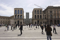 Взгляд del 900 небоскреба и Museo Diaz аркады от Аркады del Duomo в милане Стоковое Изображение RF