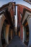 Взгляд Fisheye на одной улице в Венеции, Италии Стоковая Фотография