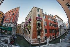 Взгляд Fisheye на одном канале в Венеции, Италии 1 Стоковое Изображение