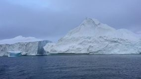 Взгляд icefjord в Гренландии акции видеоматериалы