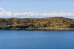 Взгляд Isla del Sol на озере Titicaca в Боливии стоковая фотография