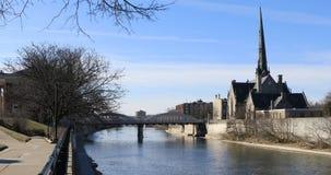 взгляд 4K UltraHD грандиозного реки в Кембридже, Канаде видеоматериал