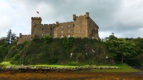 взгляд 4K UltraHD замка Dunvegan, острова Skye, Шотландии сток-видео