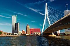Взгляд Lomograph на мосте Erasmus в Роттердаме стоковое изображение rf