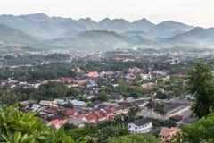 Взгляд Luang Prabang, Лаоса от держателя Phousi Стоковые Фото