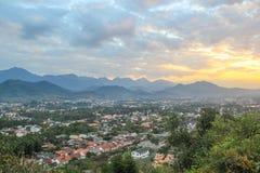 Взгляд Luang Prabang от холма Phusi Стоковое Фото