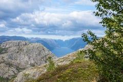 Взгляд Lysefjorden от утеса амвона в Норвегии Стоковое Изображение