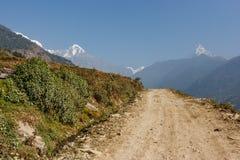 Взгляд Machapuchare на треке базового лагеря Annapurna, Непал Стоковое Изображение RF