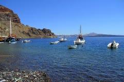 Взгляд Magnifisent берега и Santorini острова Thirasia Стоковые Изображения RF