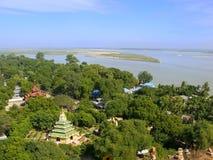 Взгляд Mingun от stupa Pahtodawgyi, Мандалая, Мьянмы Стоковые Изображения RF