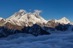 Взгляд Mount Everest от пропуска Ла Renjo Стоковое фото RF