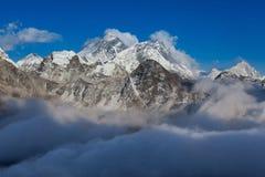 Взгляд Mount Everest от Gokyo Ri Стоковые Изображения