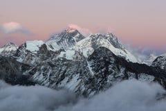 Взгляд Mount Everest от Gokyo Ri Стоковые Фото