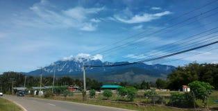 Взгляд Mount Kinabalu от деревни Marakau Стоковые Фото