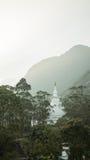 Взгляд na górze пика ` s Адама горы на виске Будды захода солнца Sri Lanka Стоковые Фотографии RF
