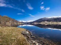 Взгляд Oppheimsvatnet, Voss, Норвегии Стоковые Фотографии RF