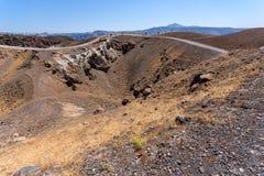 Взгляд Pamoramic вокруг печной трубы вулкана в острове Nea Kameni около Santorini, Греции Стоковые Фотографии RF