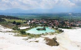 Взгляд Pamukkale и города Denizli от верхней части горы Стоковые Фотографии RF