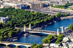Взгляд Pont Александра III и Места de Ла конкорда стоковые фото