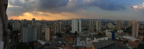 Взгляд São Paulo захода солнца панорамы стоковые фото