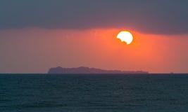 Взгляд Seascape восхода солнца на острове Chorakhe Koh в утре стоковые изображения