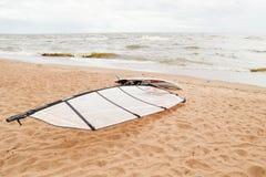 Взгляд seascape шторма доска windsurf Стоковые Фотографии RF
