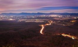 Взгляд Shenandoah Valley и Luray на ноче от горы Massanutten, в национальном лесе Джорджа Вашингтона, Вирджиния. Стоковая Фотография RF