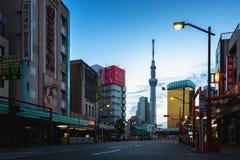 Взгляд skytree токио от района Asakusa стоковые фото
