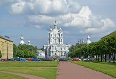 Взгляд Smolny собора воскресения в лете Взгляд собора Андрюа апостола Стоковое Фото