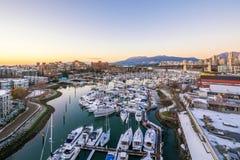 Взгляд Snowy острова Granville в Ванкувере Стоковые Фотографии RF