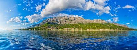 Взгляд Tucepi панорамный стоковые фото
