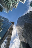 Взгляд Upword современных небоскребов в городе Лондона Стоковые Фотографии RF