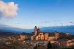 взгляд urbino городка места области s Италии Марша наследия города огородил мир Стоковое фото RF