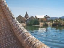 Взгляд Uros плавая камышовые острова, озеро Titicaca, зона Puno, Перу стоковое изображение