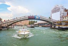 взгляд venice scalzi ponte degli канала грандиозный Стоковое Изображение RF