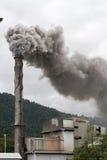 вздымаясь стог дыма Стоковые Фото