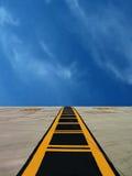 взлётно-посадочная дорожка авиаполя Стоковые Изображения