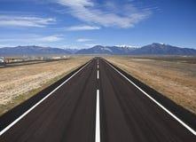взлётно-посадочная дорожка графства авиапорта сельская стоковое изображение rf