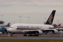 взлётно-посадочная дорожка singapore авиакомпаний a380 airbus Стоковые Изображения