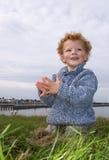 взморье мальчика счастливое стоковое изображение
