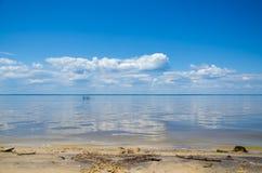 Взморье, небо с облаками и горизонт Стоковая Фотография RF
