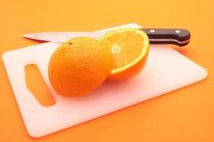 взойдите на борт прерывать отрезанный половинный помеец ножа Стоковые Фото