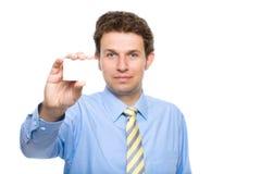 взрослые владения визитной карточки изолировали детенышей Стоковые Изображения
