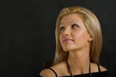 взрослый смотря среднюю сторону портрета вверх по женщине стоковое изображение