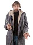 Взрослый человек держа бутылку Стоковая Фотография RF